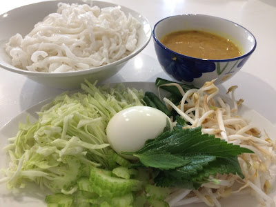 Rice noodles, served with veggies and fish curry