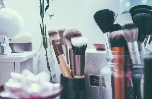 Make-Ups And Make-Overs