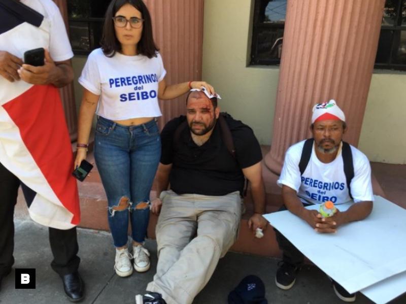 Varios heridos en manifestación de campesinos de El Seibo frente al Palacio Nacional