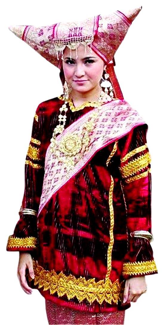 artis marshanda tampil cantik dengan baju pakaian adat minang kabau