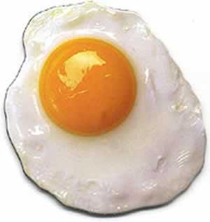 Foto de un huevo con clara y yema