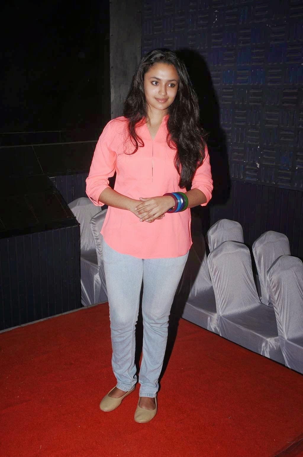 Malayalam Actress Malavika Nair Hot Photos In Pink Shirt Blue Jeans