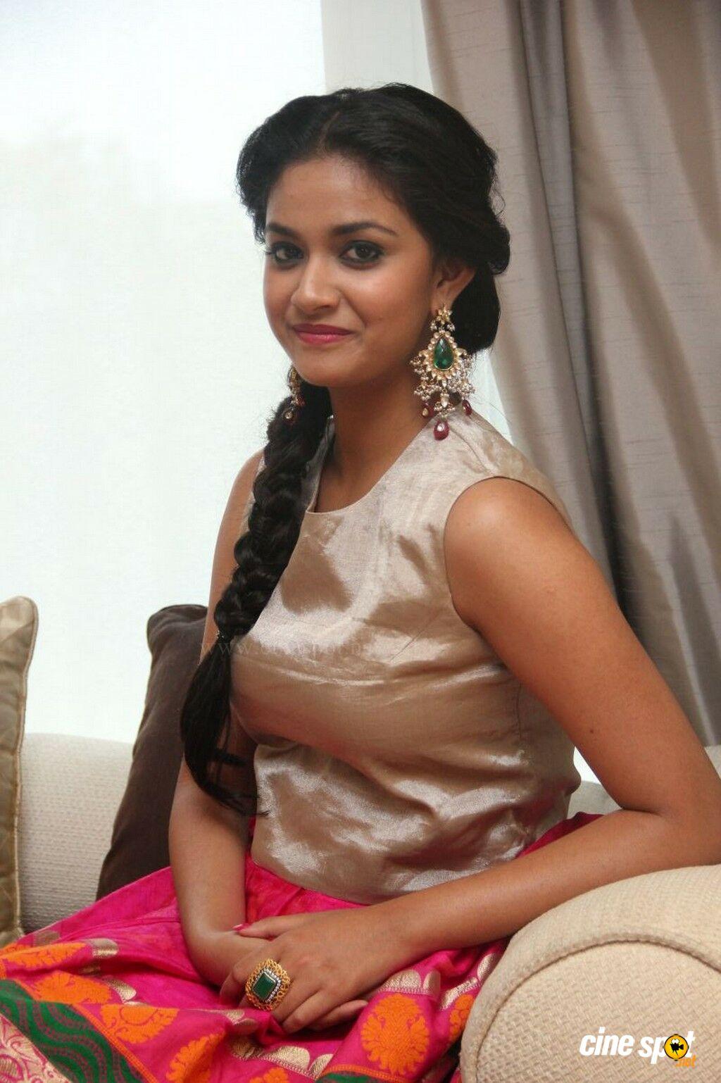 Only Actress Keerthi Suresh At Rajini Murugan Audio Launch-7796