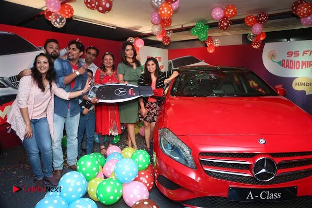 Raashi Khanna at Mirchi 95 Suno Mercedes Jeeto Contest Stills  0018