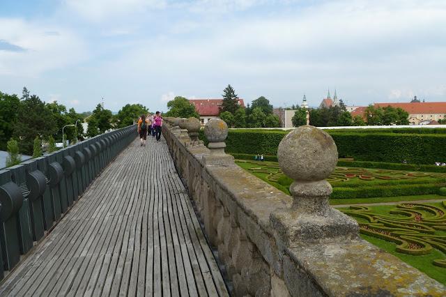 Dach kolumnady w Kromieryż w Ogrodzie Kwiatowym