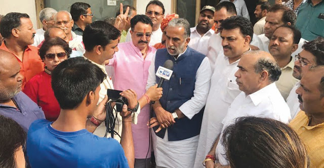 Modi's minister Krishna Pal Gujjar celebrated in Faridabad on BJP's victory in Karnataka