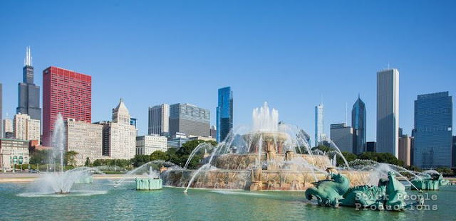 Buckingham Fountain in Grant Park and Chicago Skyline - (c) Stick People Productions