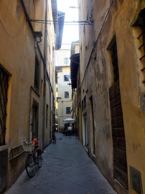 callejones estrechos en Lucca