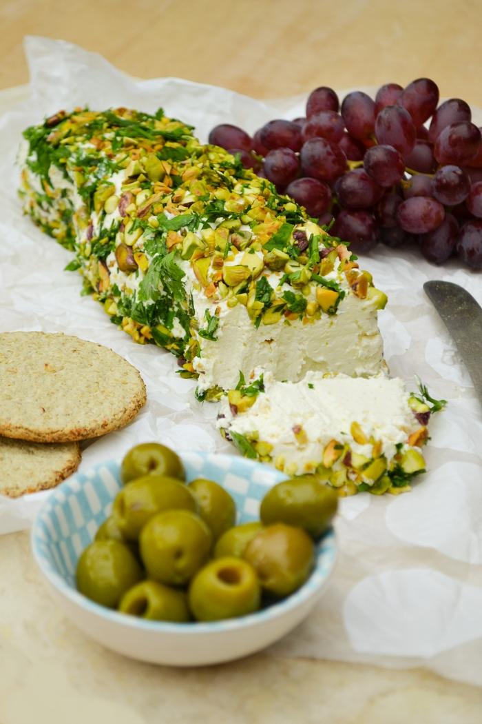 Savoury Cheese Log with Parsley & Pistachios (veggie ...