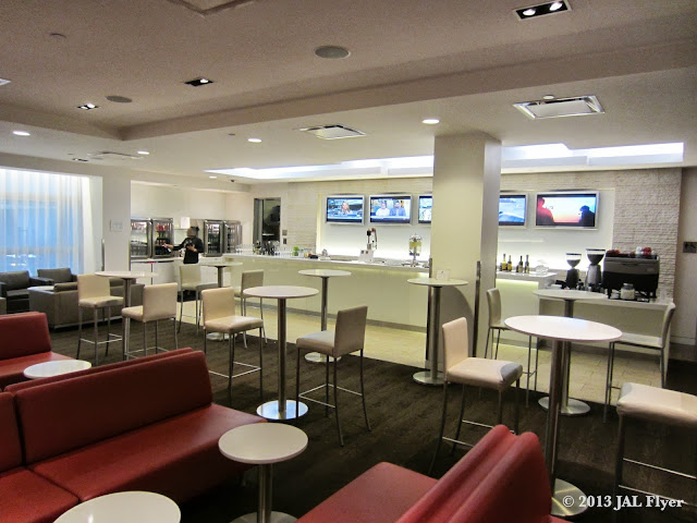 JAL Business Class trip report on JL061 - Bar area inside the oneworld business class lounge at LAX TBIT