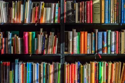 kiskorom óta rajongok a könyvekért