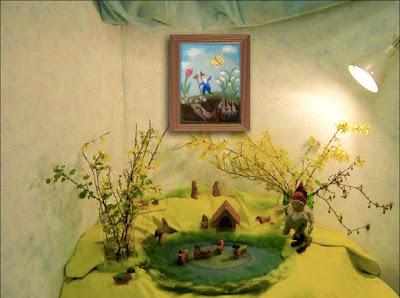 Jahreszeitentisch, Waldorfkindergarten, Waldorfpädagogik, Dekoration April, Zwerge, Ententeich Ostheimer, Jahreszeitentisch Frühlingsdeko,