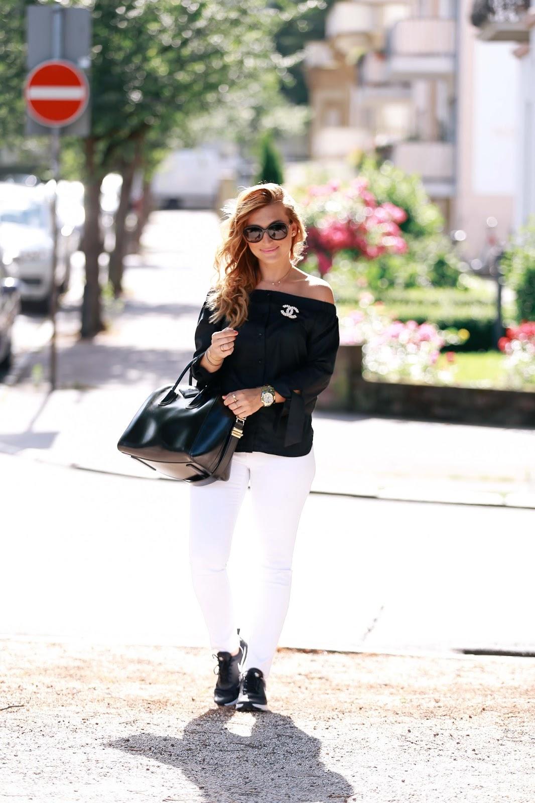 Fashionblogger mit sneakers-schick-casual-chanel-brosche-blogger-defshop-fashionstylebyjohanna