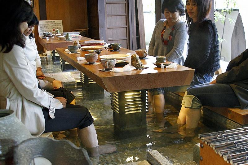 Makan sambil rendam kaki Kyoto Shabonya Cafe