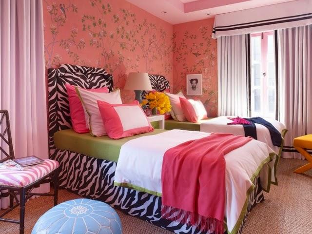 cuarto juvenil en negro y rosa