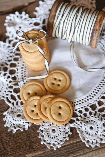 Salted Maple Button Biscuits. Kue kancing dengan rasa asin ini bisa dibuat kurang dari 35 menit.