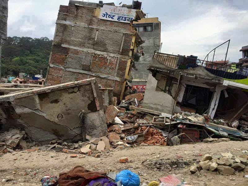 7.9-es erősségű rengés pusztított Nepálban - A Mount Everest alaptáborát elsodorta a lavina