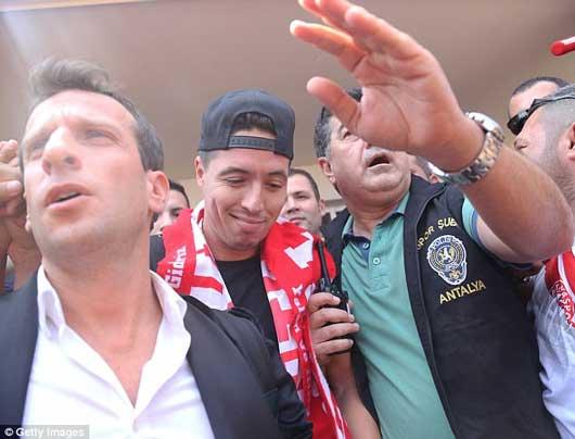 'Judas của Arsenal' được chào đón như ngôi sao lớn 3