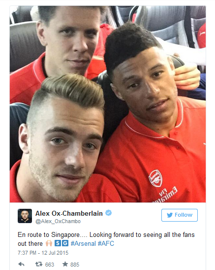 Photos: Wilshere and Chamberlain Take Snaps On Way to Singapore.