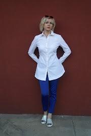 Biała koszula.