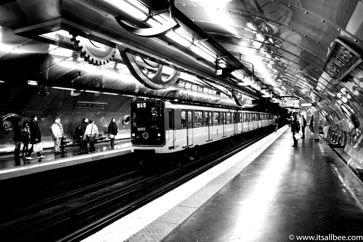 Paris underground station | Paris Noir | Paris Street Views Metro station
