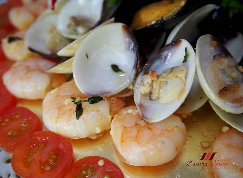 mouth watering sauvignon blanc white wine seafood platter