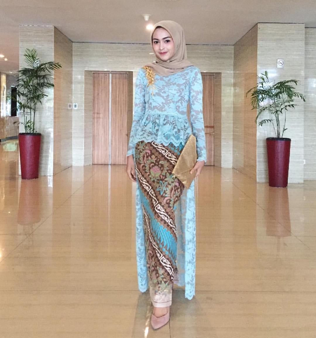 Gambar Contoh Model Baju Batik Kombinasi Brokat Terbaru