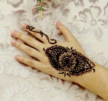 Gambar Henna Tangan 5