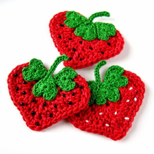 Crochet Heart Strawberry Appliqué - Free Pattern