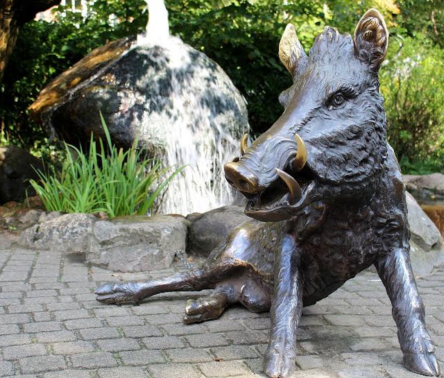 Wildschweinskulptur