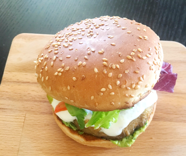 Portobello burgers with avocado sauce - An easy, healthy and delicious recipe