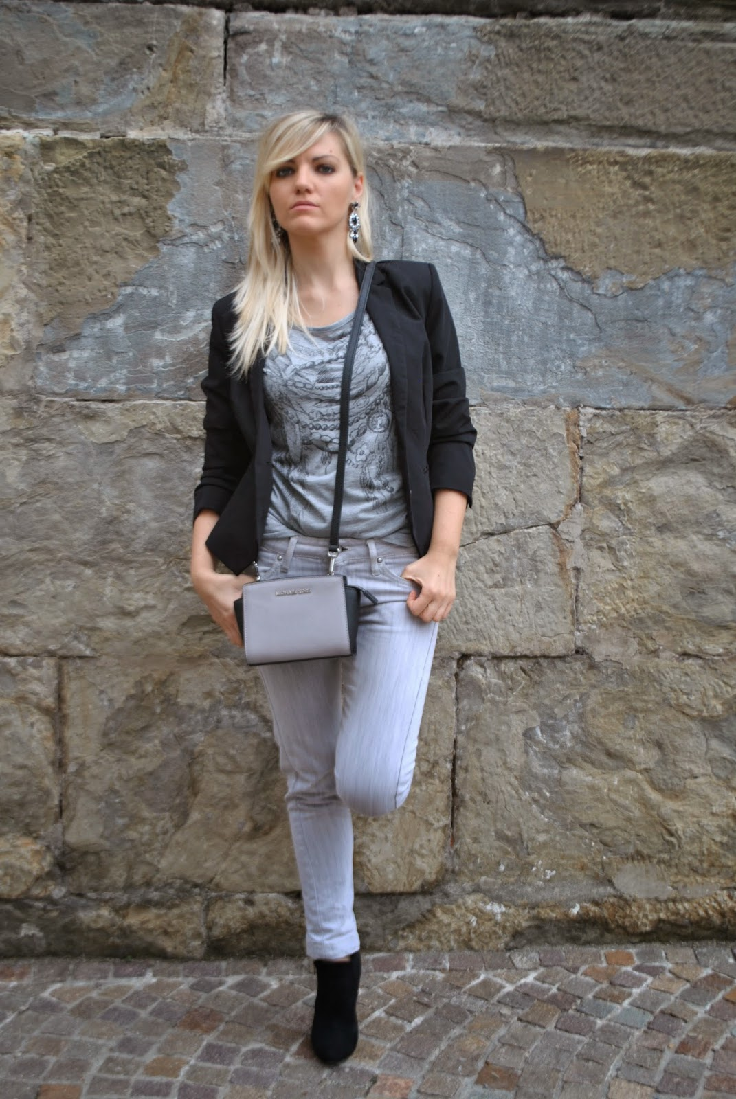 Color Block By FelyM.: OUTFIT AUTUNNALI: GREY JEANS, BLACK