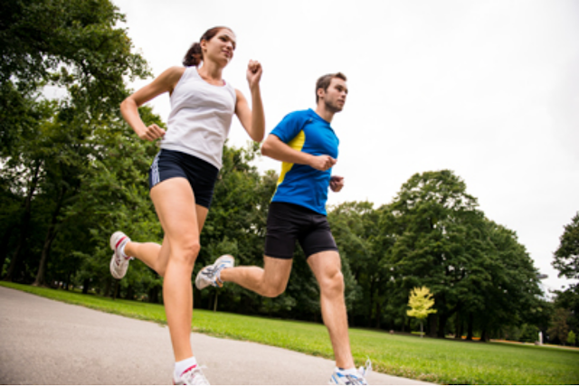 How to Lose Weight While Running? (4 HELPFUL TIPS).