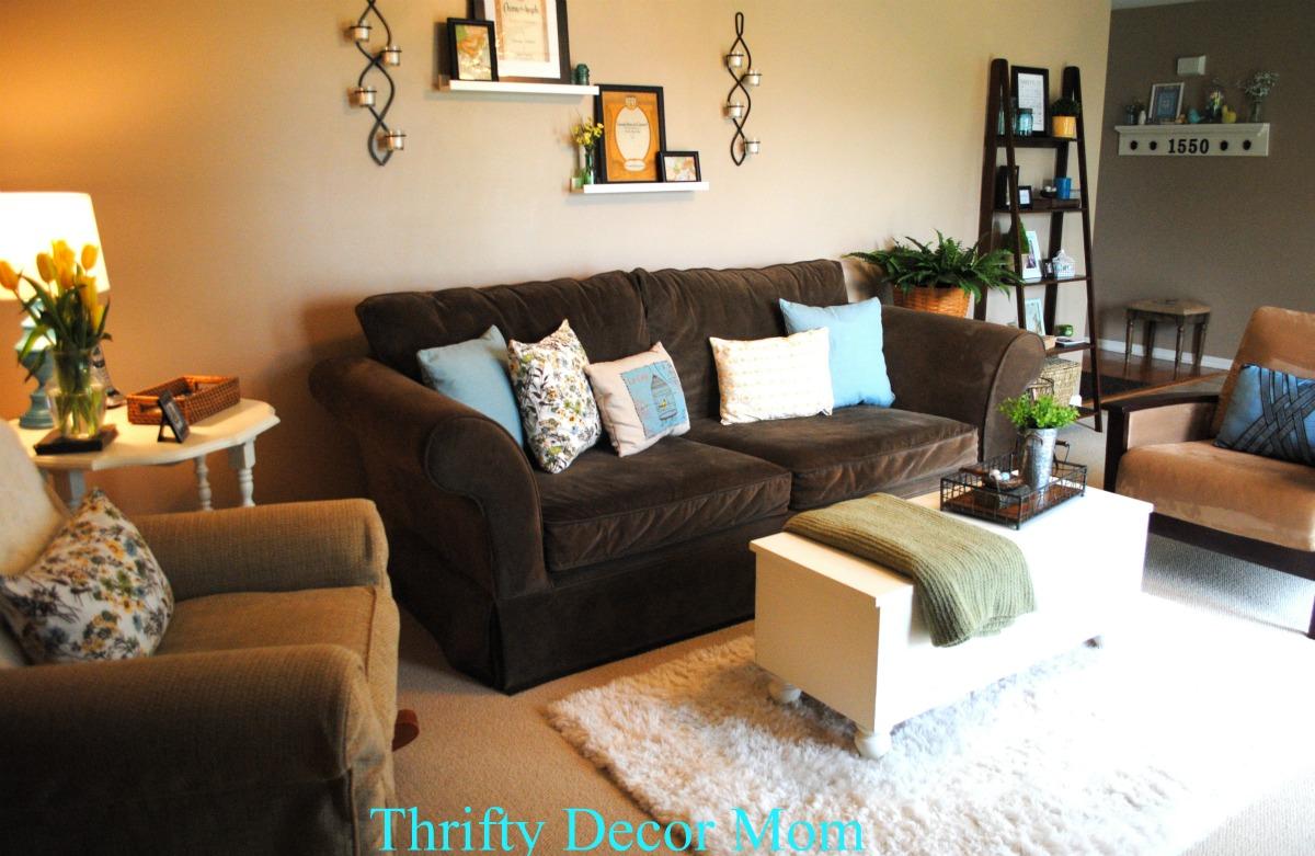 dark brown sofa with blue pillows virginia manufacturer bella nest drab2fab thrifty decor mom