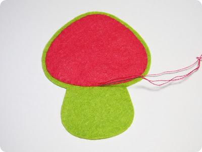 P1010093 - Casinha de Cogumelo em feltro