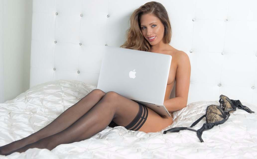make money as a cam girl even in a bad economy