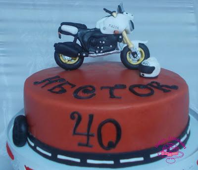 Tarta fondant moto para un 40 cumpleaños