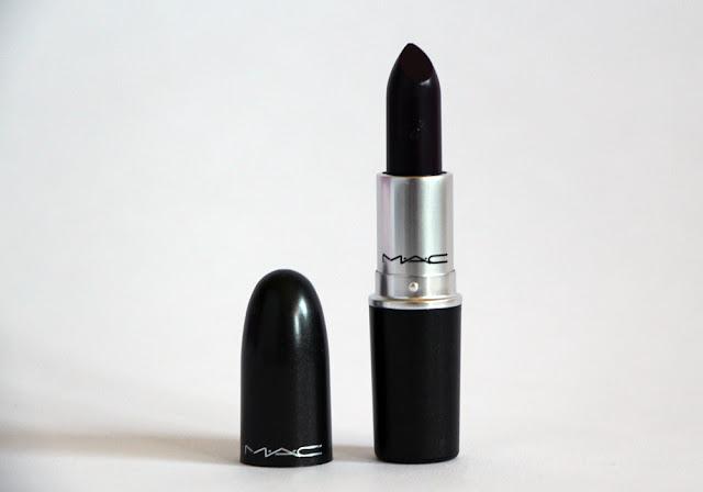 rossetto nero mac eye liner ysl make prodotti da usare per realizzare un make up gotico prodotti da utilizzare per un trucco dark  tendenza trucco autunno inverno 2016-2017