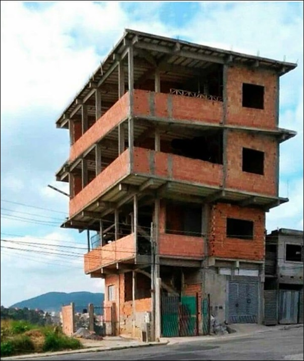 casa de 4 andares diferente
