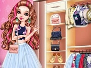Ever After High is a wonderful place, Briar Beauty loves it because here she studies and has fun at the same time. This cute girl is going to a fashion show and she needs to look amazing when she takes pictures for Pinterest.  Use cute and glitzy colors, which are perfect for a great night out. In Briar Beauty Pinterest Diva you can now try a nice new outfit for the high school diva. Choose the best shoes and a hairdo.