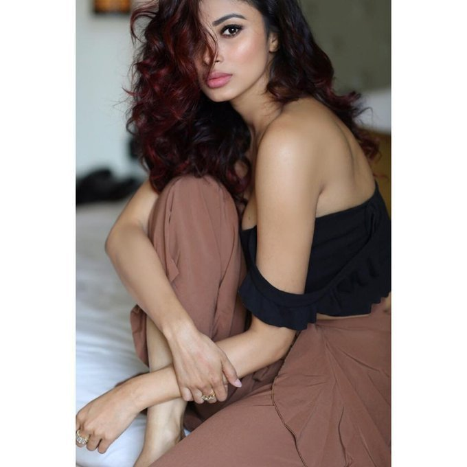 Mouni Roy Hot and Sexy Pics From Latest Photoshoot