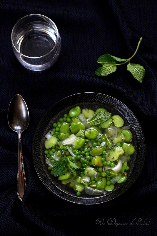 Minestrone aux petits pois, fèves et menthe