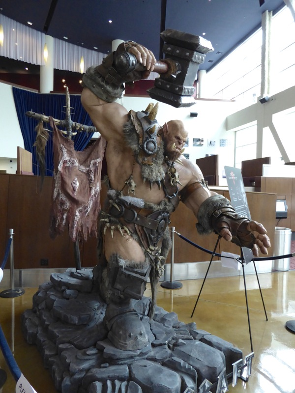 Orgrim Warcraft cinema statue
