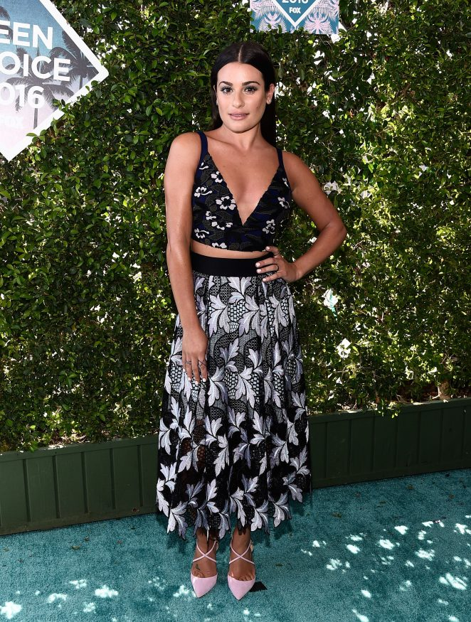 Lea Michele wears a plunging crop top and skirt to the 2016 Teen Choice Awards‏