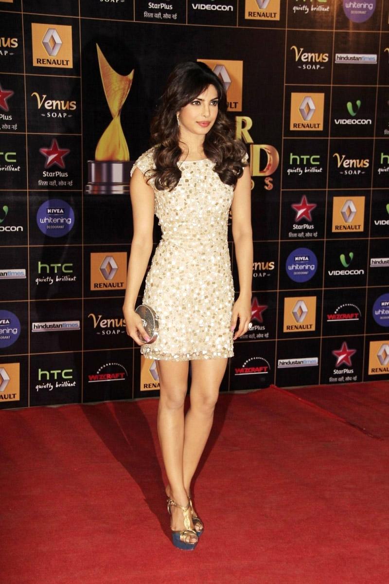 stylish and winning Priyanka at renault star awards