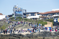 63 Big Crowd for Round One Corona Open JBay foto WSL Kelly Cestari