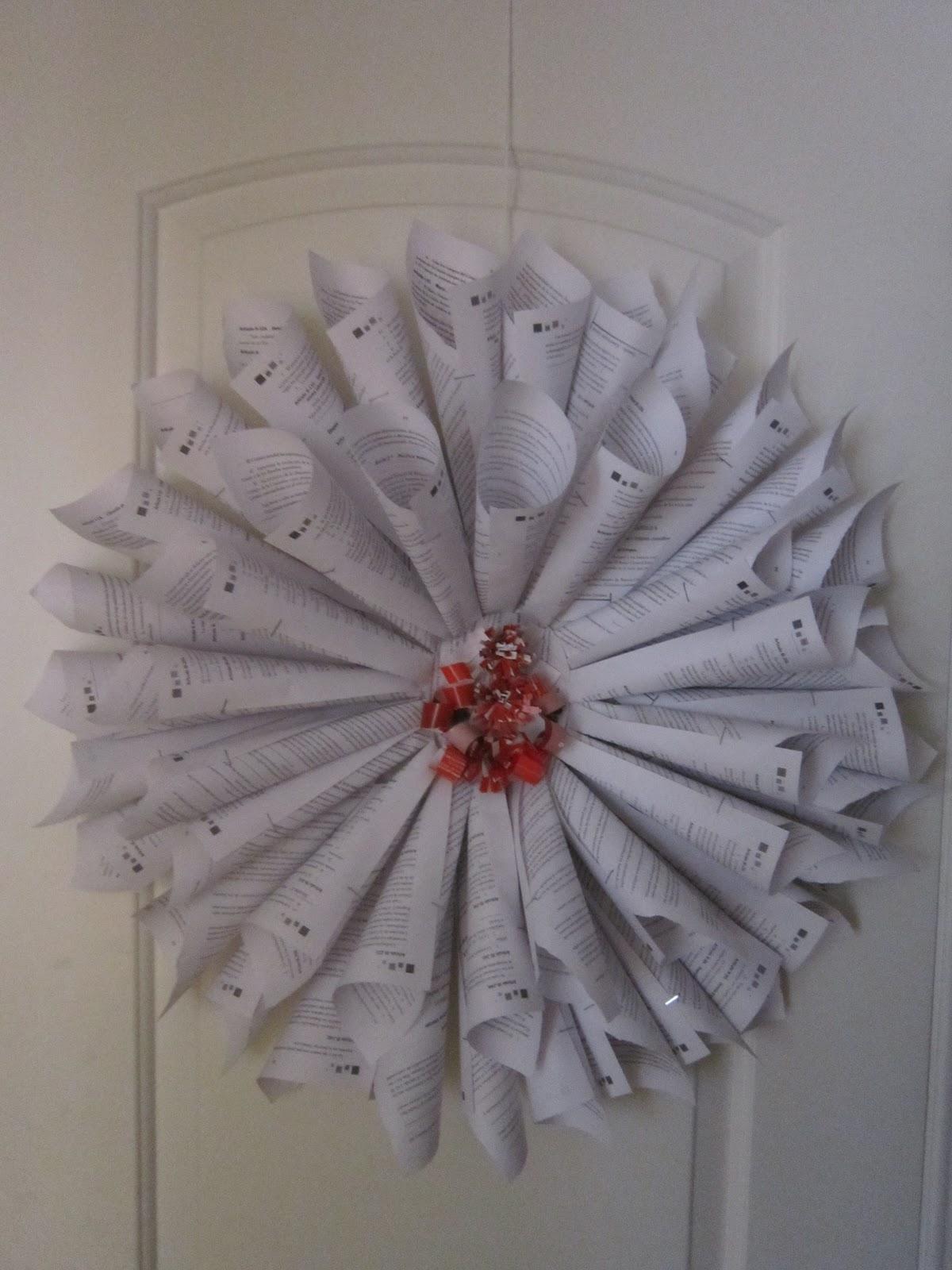 Reciclado artesanal recicla en navidad for Puertas decoradas arbol de navidad