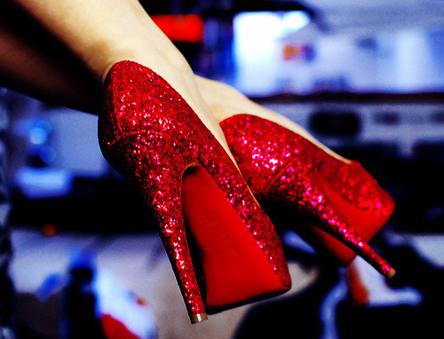 tacones altos brillantes