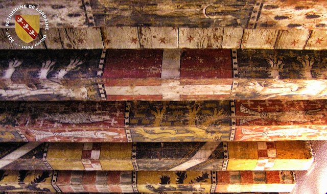 METZ (57) - Musée de la Cour d'Or : Plafond armorié du Républicain Lorrain (XIVe siècle)