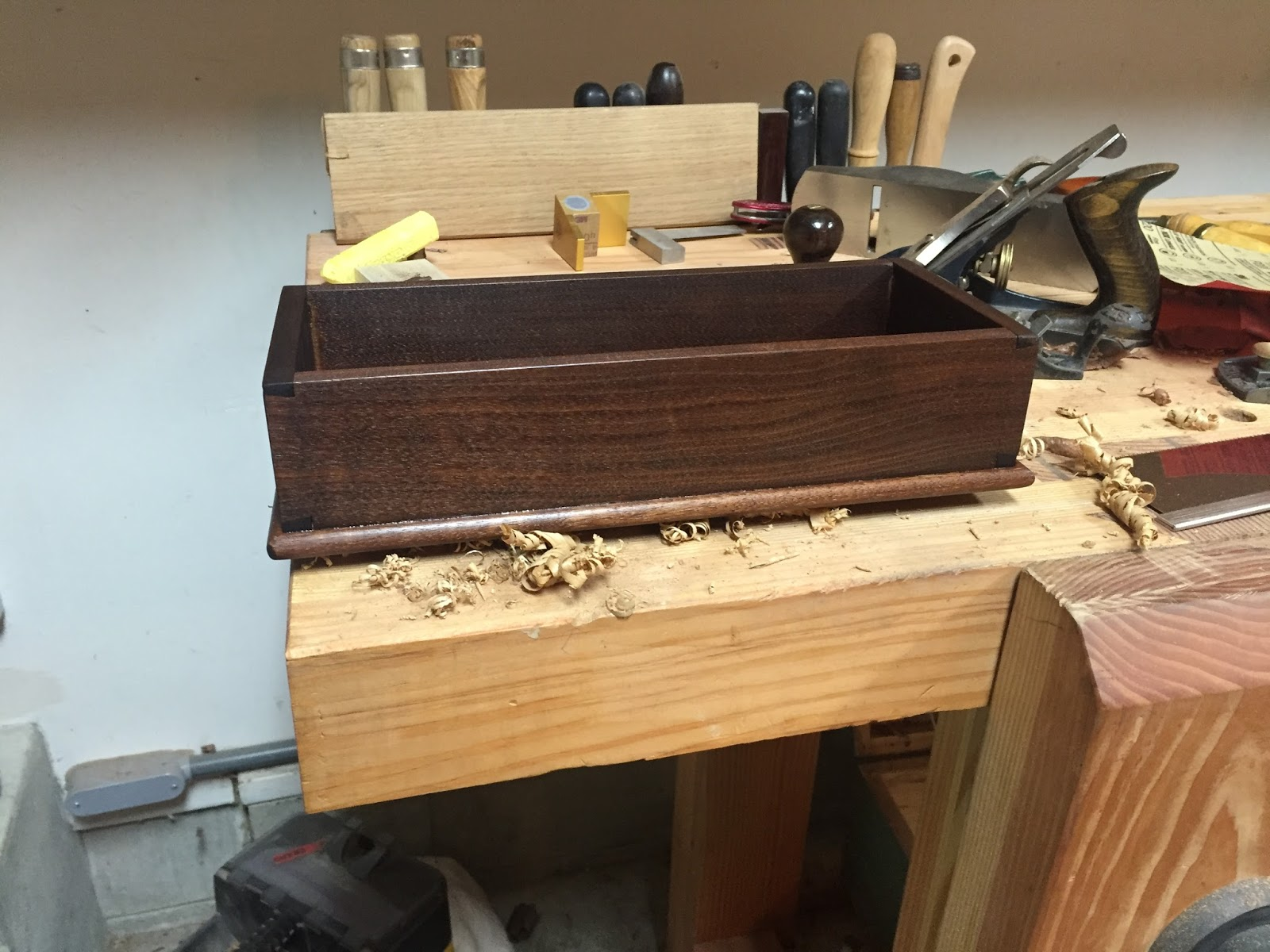 Nathan From Rochester In The US Sent Me These Pictures Of A Very Nice Paul  Sellers Box He Made. It Features A Single Large Dovetail On Each Corner And  Was ...